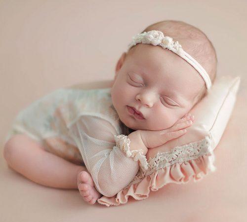 Sesión de fotos de bebé recién nacido en Alcalá de Henares, Madrid