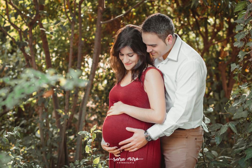 Sesión de fotos de embarazo en exterior en Alcalá de Henares, Madrid