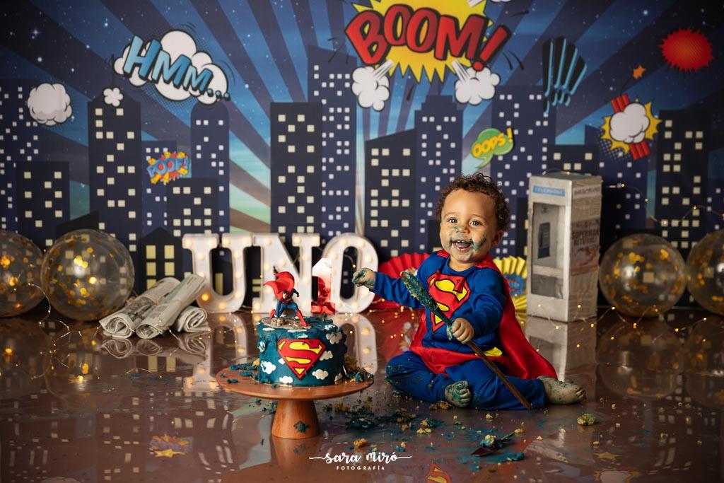 Sesión de fotos smash cake temática superhéreos superman, Alcalá de Henares, Madrid